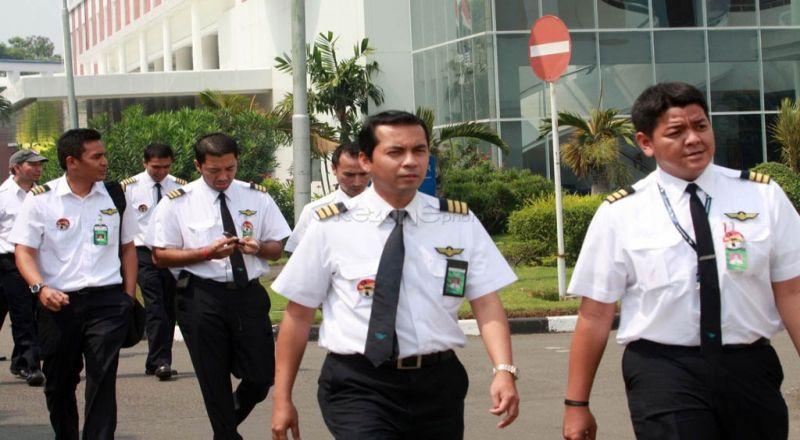 https: img-k.okeinfo.net content 2014 10 23 320 1056066 indonesia-masih-minim-pilot-dan-teknisi-pesawat-t6ealuECrI.jpg