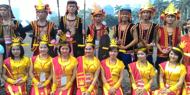 https img k.okeinfo.net content 2014 11 02 406 1059984 pasukan perang fatele nias ramaikan karnaval budaya EriHzZjoSA.jpg