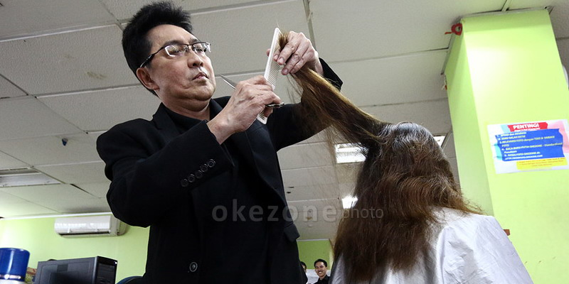 https: img-k.okeinfo.net content 2014 11 06 83 1061908 efek-samping-menyasak-rambut-q4DQbHDZl4.jpg