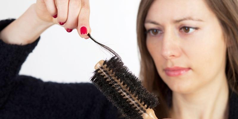 https: img-k.okeinfo.net content 2014 11 11 83 1063884 mengatasi-rambut-rontok-pascamelahirkan-pLCnIxmoe5.jpg