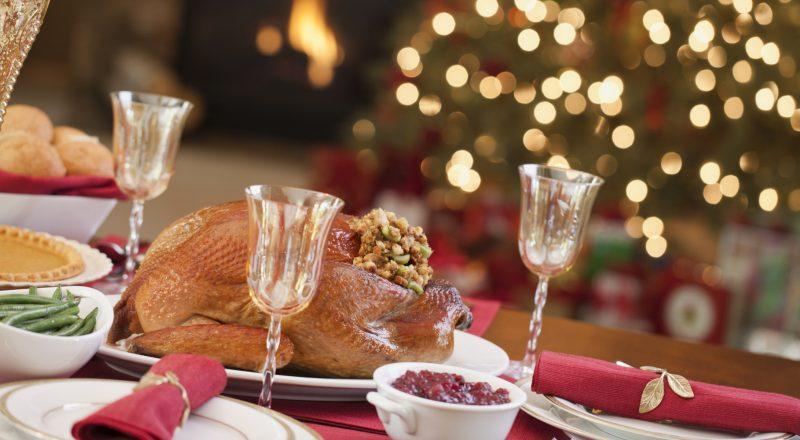 https: img-k.okeinfo.net content 2014 12 23 298 1082771 keluarga-robby-sugara-berunding-pilih-hidangan-natal-6Tsw9uXGzj.jpg