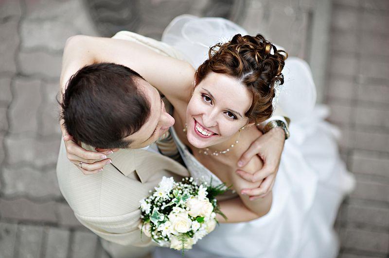 tanggal pernikahan juga akan menentukan ketersediaan gedung dan pemesanan vendor pernikahan yang lainnya
