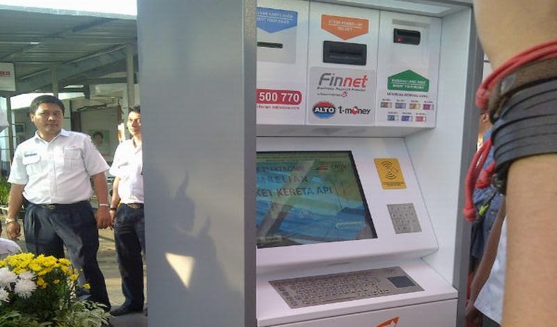 https: img-k.okeinfo.net content 2015 03 13 320 1118319 beli-tiket-kereta-kini-di-vending-machines-PkICbLSsbb.jpg