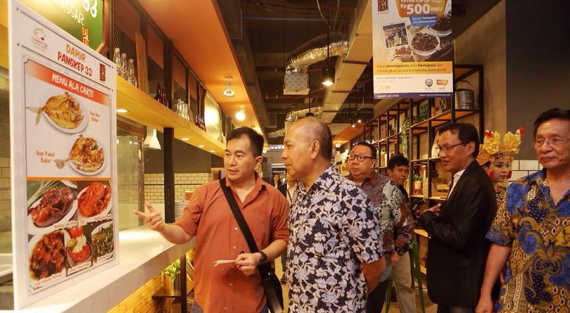 https: img-k.okeinfo.net content 2015 04 20 298 1137227 makan-street-food-yang-nyaman-di-eat-eat-food-market-f6FawKyLq5.jpg