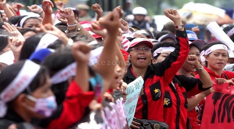 https: img-k.okeinfo.net content 2015 04 29 320 1142103 buruh-indonesia-sulit-sejahtera-karena-ini-ApU2wFr1pn.jpg