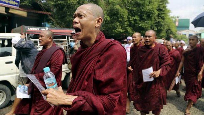 https: img-k.okeinfo.net content 2015 06 14 18 1165244 500-umat-budha-radikal-tolak-selamatkan-rohingya-M5D50EkwyJ.jpg