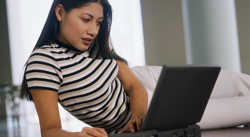 https img k.okeinfo.net content 2015 07 13 196 1180866 tak hanya pria wanita juga kecanduan pornografi a6Gb3f5Qin.jpg