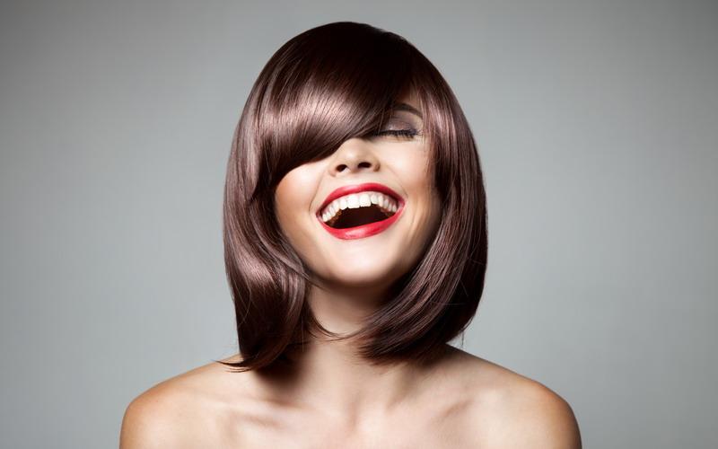 https: img-k.okeinfo.net content 2015 08 04 83 1190324 menyamarkan-kening-lebar-dengan-tatanan-rambut-a9oxXsTfTe.jpg