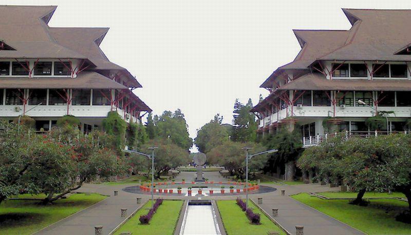 https: img-k.okeinfo.net content 2015 08 17 65 1197483 11-kampus-indonesia-terbaik-DMdcRbw0sY.jpg