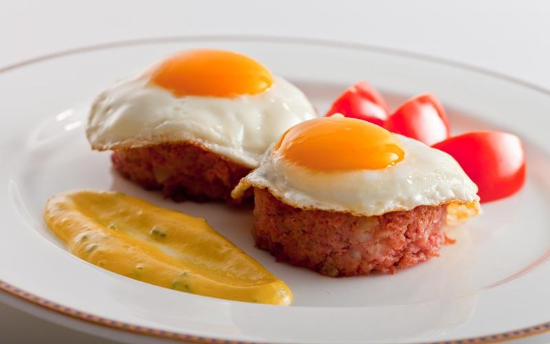 https: img-k.okeinfo.net content 2015 08 31 298 1205830 chef-arnold-mandiri-masak-menu-sarapan-c87qJed9E6.jpg