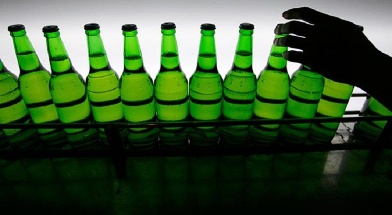 https: img-k.okeinfo.net content 2015 09 18 320 1216728 aturan-penjualan-minuman-keras-dikembalikan-ke-pemda-7asAeu7Xox.jpg