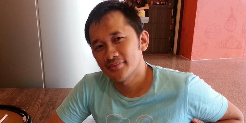 https: img-k.okeinfo.net content 2015 09 29 206 1223088 hanung-kaget-dapat-kado-ultah-PGPr12OTjZ.jpg
