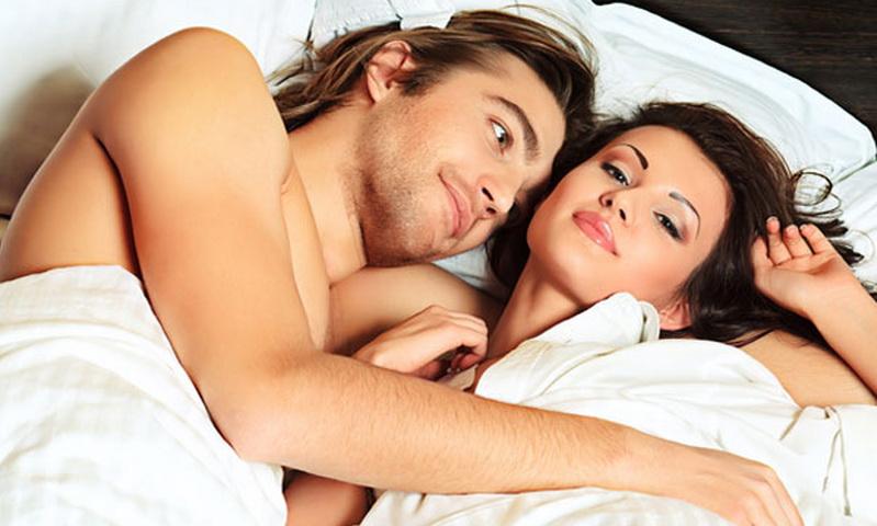 https: img-k.okeinfo.net content 2015 10 31 481 1241453 keuntungan-suami-istri-tidur-pelukan-tiap-malam-RILA7WeTyI.jpg