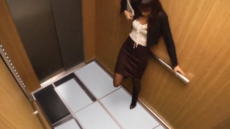 devushku-v-lifte-video-pornuha-glamurnaya-prosmotr-onlayn