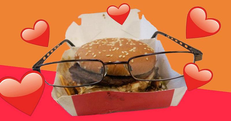 https: img-k.okeinfo.net content 2016 01 31 298 1301282 aneh-pria-ini-jadikan-burger-sebagai-hewan-peliharaan-B411Lb1XD8.jpg