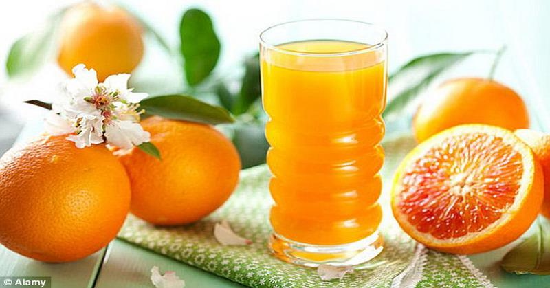 menuliskan konsumsi buah-buahan dan sayuran yang kaya flavonoid berpotensi meningkatkan kesehatan otak.