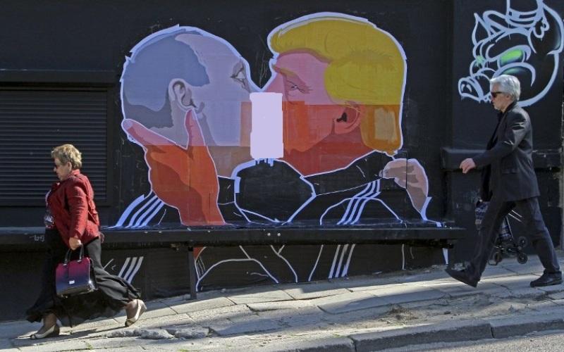 https: img-k.okeinfo.net content 2016 05 14 18 1388230 grafiti-trump-dan-putin-ciuman-hebohkan-jagat-maya-y9lmLqUwGS.jpg