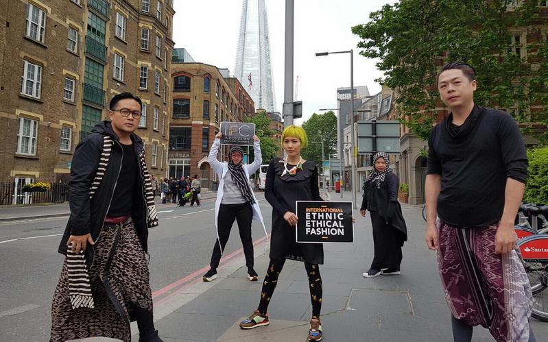 https: img-k.okeinfo.net content 2016 05 29 194 1400706 penampilan-terbaik-desainer-ifc-di-indonesian-weekend-london-P5nCC4yqeE.jpg