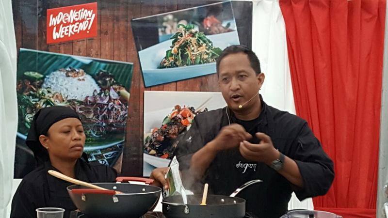 https: img-k.okeinfo.net content 2016 06 03 298 1405097 warga-london-penasaran-kuliner-nusantara-chef-degan-kunjungi-indonesia-BwvTKPFXY3.jpg
