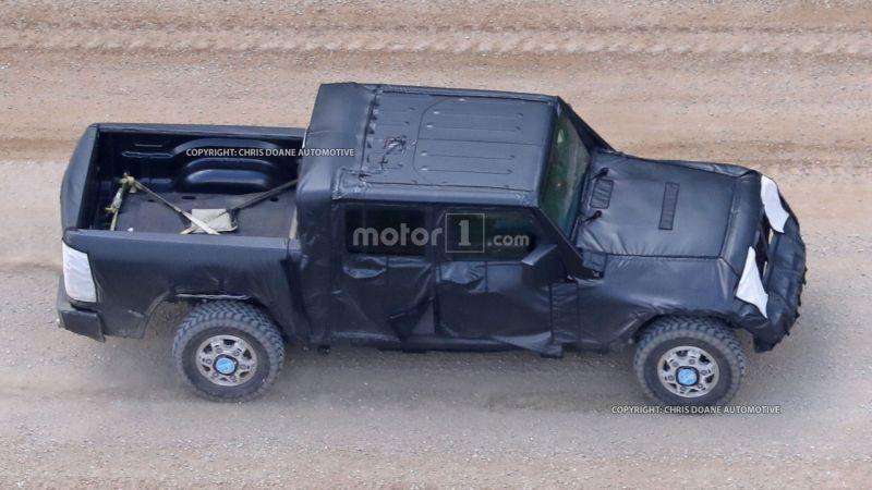 https: img-k.okeinfo.net content 2016 07 21 15 1443200 pikap-kabin-ganda-jeep-wrangler-punya-bak-lebih-besar-fjQ86DAaKQ.jpg