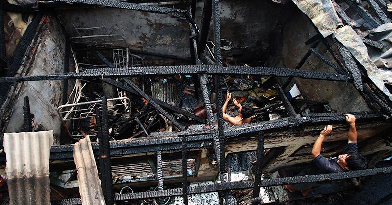 https: img-k.okeinfo.net content 2016 08 01 525 1451623 gas-elpiji-3-kg-bocor-satu-rumah-terbakar-di-bandung-bebOqRUqox.jpg