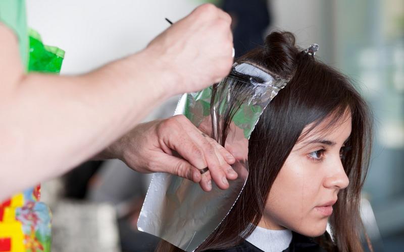 https: img-k.okeinfo.net content 2016 08 10 83 1459637 tips-perawatan-rambut-yang-sering-diwarnai-OPUBhAPIcw.jpg