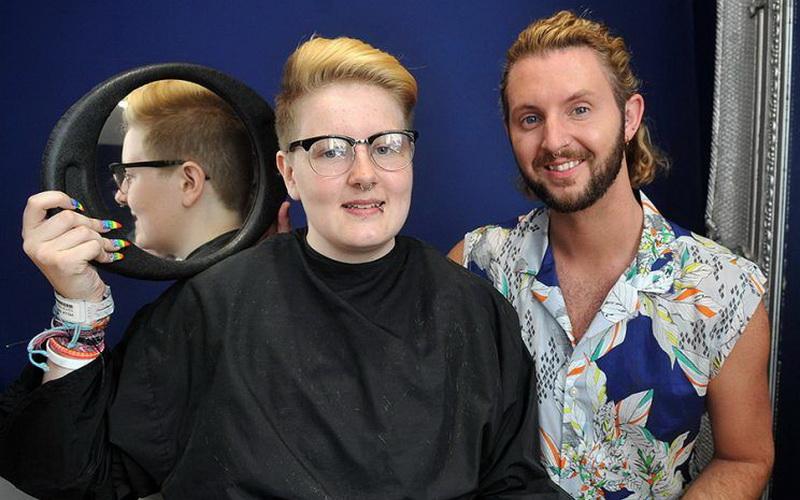 https: img-k.okeinfo.net content 2016 08 30 194 1477019 barbershop-di-inggris-tolak-pangkas-rambut-remaja-transgender-kgMcwchPj2.jpg