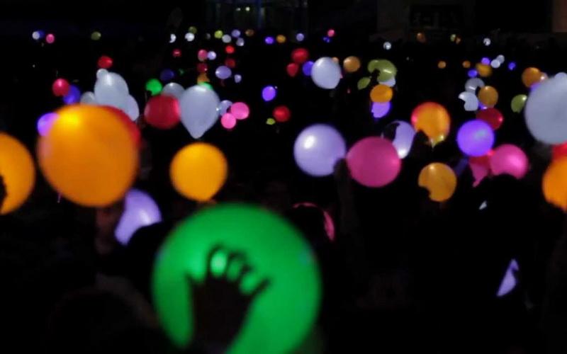 https: img-k.okeinfo.net content 2016 09 02 406 1479895 yuk-lihat-pelepasan-1-000-balon-led-di-gedung-sate-bandung-1Ybsb1j2eB.jpg
