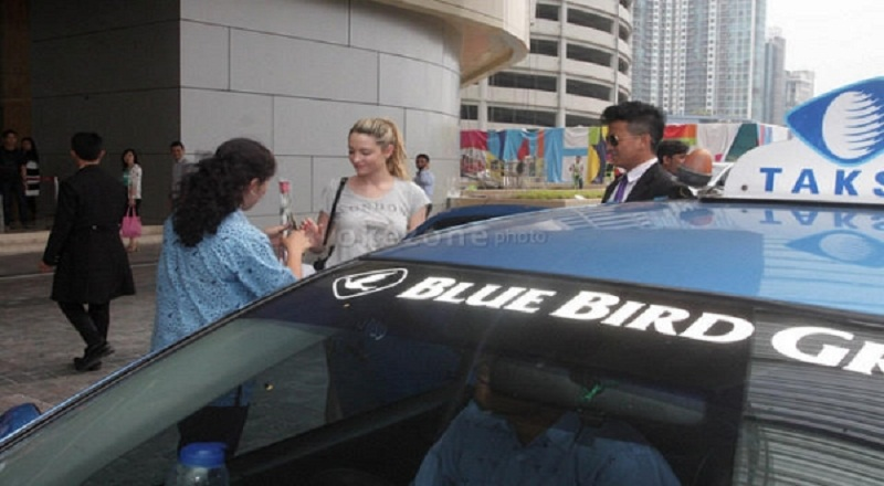 https: img-k.okeinfo.net content 2016 09 07 320 1483468 rebut-persaingan-dengan-taksi-online-ini-janji-blue-bird-BTUOK1Phhy.jpg
