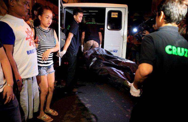 https: img-k.okeinfo.net content 2016 10 13 18 1513846 polisi-turunkan-jumlah-korban-perang-narkoba-duterte-2-300-tewas-oLF1xWhjN6.jpg