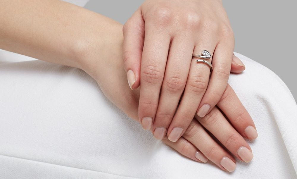 https: img-k.okeinfo.net content 2016 10 18 194 1518182 trik-bijak-memilih-cincin-berlian-untuk-pernikahan-part-ii-pibHMBe6Py.jpg