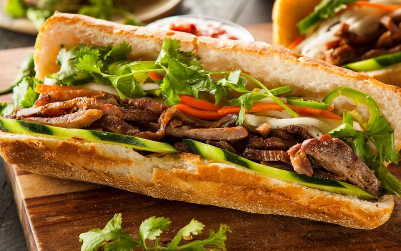 https img k.okeinfo.net content 2016 10 19 298 1518686 bedah isi banh mi sandwich ala vietnam yang pakai roti perancis VOgHdOJD7x.jpg