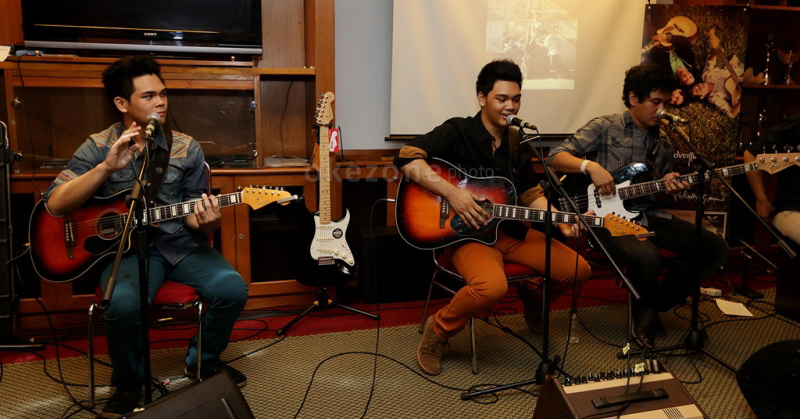 https: img-k.okeinfo.net content 2016 10 20 33 1519846 the-overtunes-curhat-pernah-kena-hack-konten-porno-iB5nl1CaGn.jpg