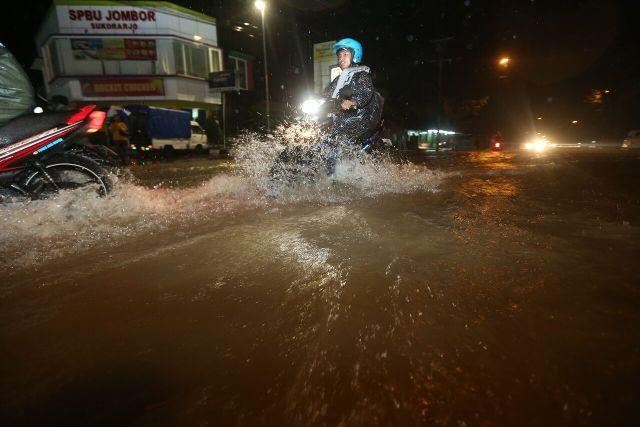 https: img-k.okeinfo.net content 2016 11 29 512 1553915 ini-sebaran-banjir-di-sukoharjo-SVSRzaPDWQ.jpg