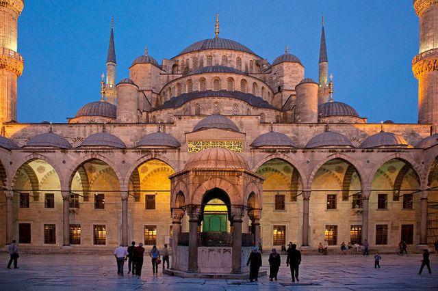 https img k.okeinfo.net content 2016 12 01 406 1556471 direnovasi masjid biru istanbul tetap dibuka untuk wisatawan O0whrUVoWG.jpg