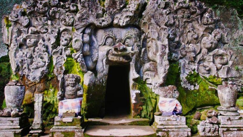 https: img-k.okeinfo.net content 2016 12 02 406 1556926 goa-gajah-ubud-lokasi-pertapaan-cantik-di-pulau-dewata-6A6uAysQM8.jpg