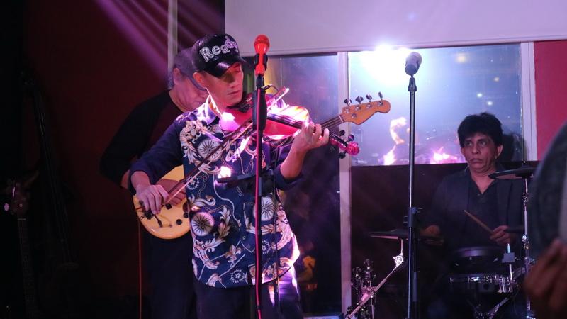 https: img-k.okeinfo.net content 2017 01 02 205 1580940 violinis-hendri-lamiri-garap-album-bareng-pemain-saxophone-amerika-danny-lerman-DktAJiZbgB.jpg