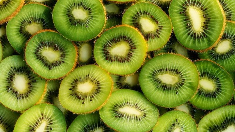 https: img-k.okeinfo.net content 2017 01 09 481 1587133 berikut-deretan-buah-kaya-vitamin-c-selain-jeruk-W9jzh4cxHj.jpg