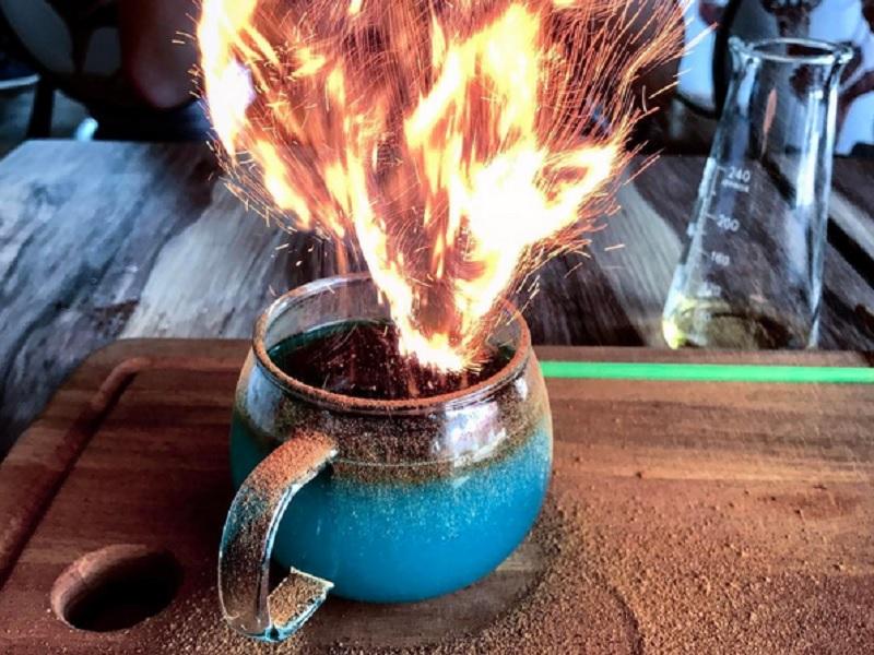 https: img-k.okeinfo.net content 2017 01 13 298 1590711 goblet-of-fire-jadi-menu-menakjubkan-di-kafe-harry-potter-dtXCmorNGJ.jpg