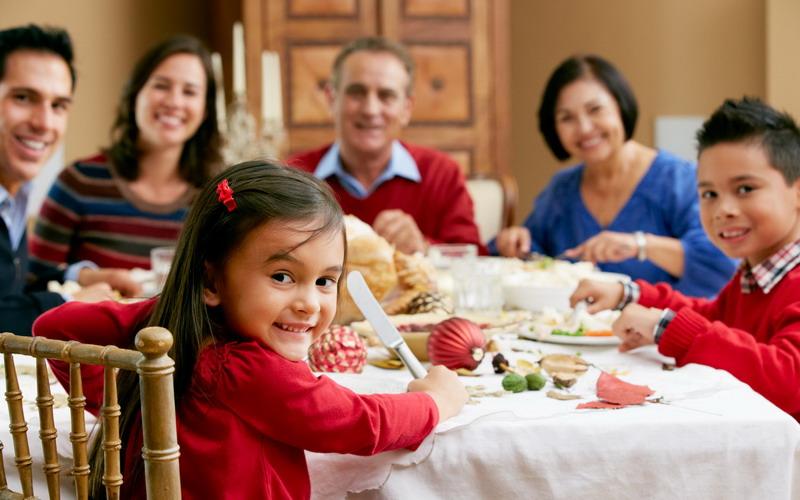 https: img-k.okeinfo.net content 2017 02 09 196 1613819 yuk-mulai-hari-ini-biasakan-makan-bersama-keluarga-ini-manfaatnya-ShhqIkuU95.jpg