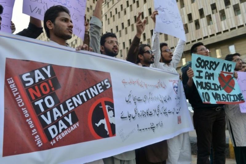 https: img-k.okeinfo.net content 2017 02 14 18 1617702 pakistan-larang-rayakan-hari-valentine-CAQpUGSEGk.jpg