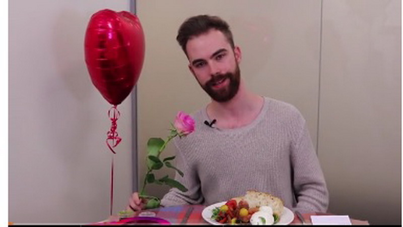 https: img-k.okeinfo.net content 2017 02 14 298 1618215 tonton-aksi-pria-jomblo-saat-dinner-valentine-tanpa-pasangan-Ay0iSlAI1g.jpg