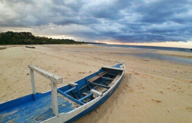 https: img-k.okeinfo.net content 2017 02 17 406 1620885 pantai-waikelo-satu-dari-sejuta-pantai-indah-di-pulau-sumba-61BU7zAC5A.JPG
