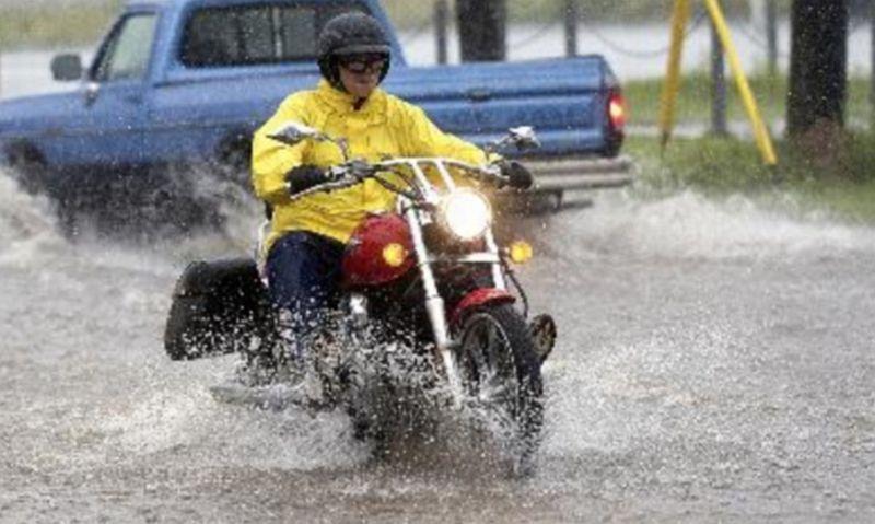 https: img-k.okeinfo.net content 2017 02 22 15 1625434 dampak-buruk-jika-motor-sering-kena-hujan-wskYKX02GD.jpg