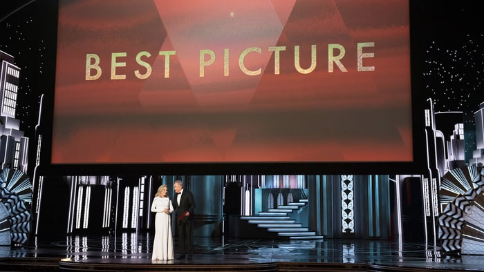 https: img-k.okeinfo.net content 2017 02 28 206 1630156 daftar-pemenang-best-picture-oscar-sepanjang-masa-SmGGMaPzPS.jpg