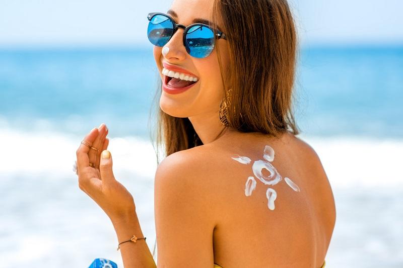 https: img-k.okeinfo.net content 2017 03 15 194 1643102 coba-pikirkan-apakah-proteksi-kulit-anda-dari-sinar-matahari-sudah-tepat-ACUQ0uzSZK.jpg