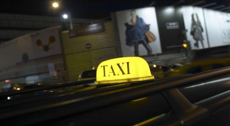 https: img-k.okeinfo.net content 2017 03 17 320 1645492 go-jek-uber-dan-grab-kompak-tolak-aturan-taksi-online-P3LLcVBrxV.jpg