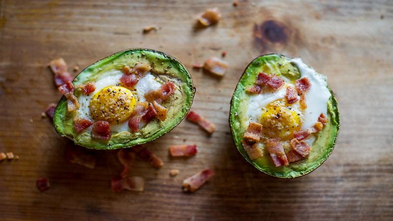 https: img-k.okeinfo.net content 2017 03 20 298 1647576 bingung-sarapan-besok-bikin-alpukat-telur-yang-maknyus-yuk-iVGJrQZ0zU.jpg