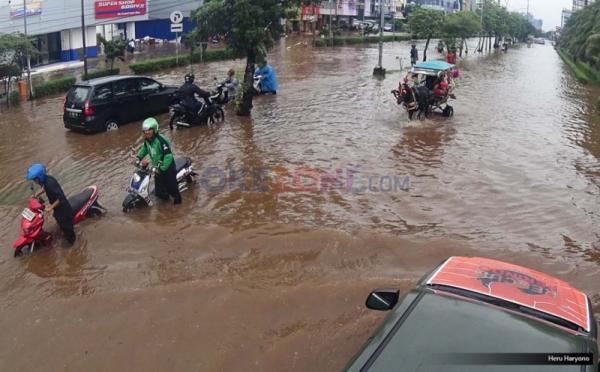 https: img-k.okeinfo.net content 2017 03 23 338 1649748 waduh-rawa-buaya-dan-duru-kosambi-terendam-banjir-IvUEF5RGTO.jpg