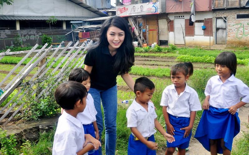 https: img-k.okeinfo.net content 2017 04 06 194 1660641 natasha-mannuela-pendidikan-indonesia-harus-maju-ps6ylji63r.jpg